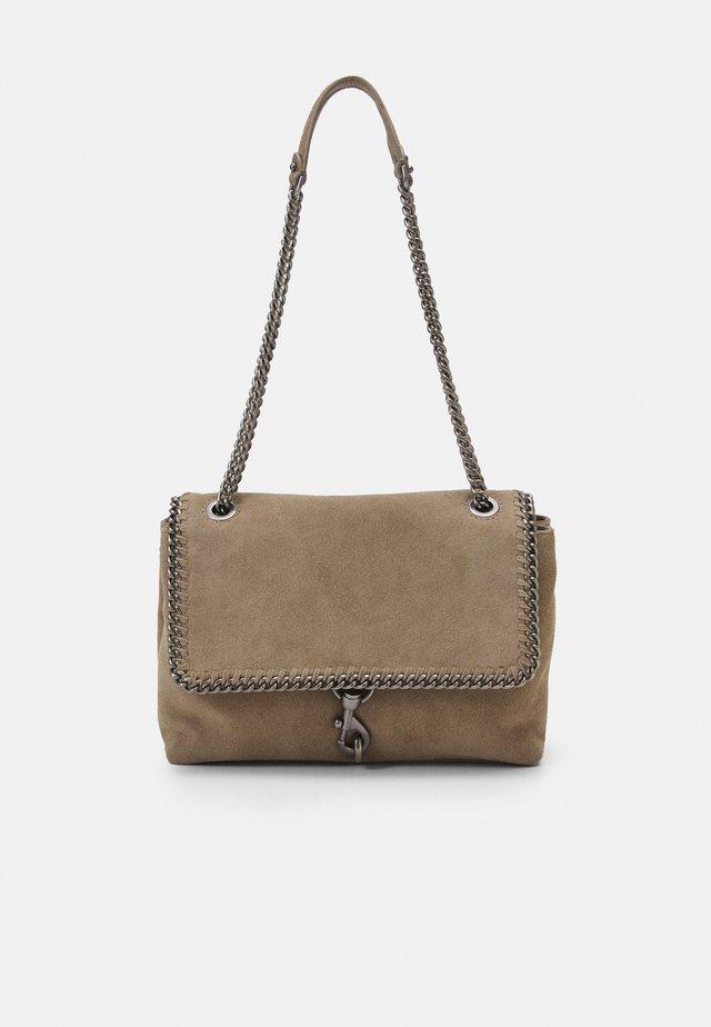 EDIE FLAP SHOULDER WOVEN CHAIN - Handbag - sandri