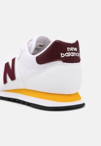 New Balance - 500 - Baskets basses - burgundy/team-gold/munsell white/black - 4