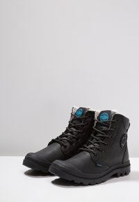 Palladium - PAMPA SPORT WATERPROOF SHEARLING - Vinterstøvler - black - 2