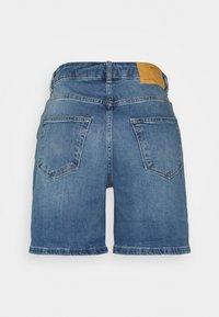 Selected Femme - SLFSILLA FOL UP - Short en jean - medium blue denim - 1