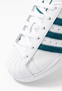 adidas Originals - SUPERSTAR - Sneakers laag - footwear white/tech mint/core black - 2