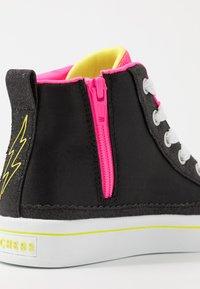 Skechers - FLIP-KICKS ZEBRA REVERSIBLE SEQUINS - Vysoké tenisky - black sparkle/neon pink - 6