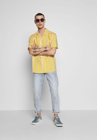 Only & Sons - ONSWAYNE LIFE - Shirt - golden spice - 1