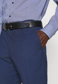 Tommy Hilfiger Tailored - FLEX SLIM FIT SUIT - Puku - blue - 9