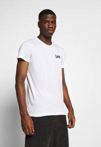 Lee - TWIN 2 PACK - Print T-shirt - white/green - 1