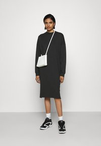 Monki - MINDY DRESS - Jerseyjurk - black solid - 1