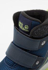 Jack Wolfskin - POLAR BEAR TEXAPORE MID UNISEX - Winter boots - blue/lime - 5