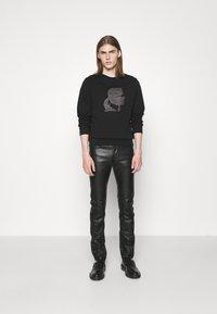 KARL LAGERFELD - PANTS - Spodnie skórzane - black - 1
