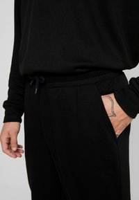 Urban Classics - TERRY TAPERED - Tracksuit bottoms - black - 4