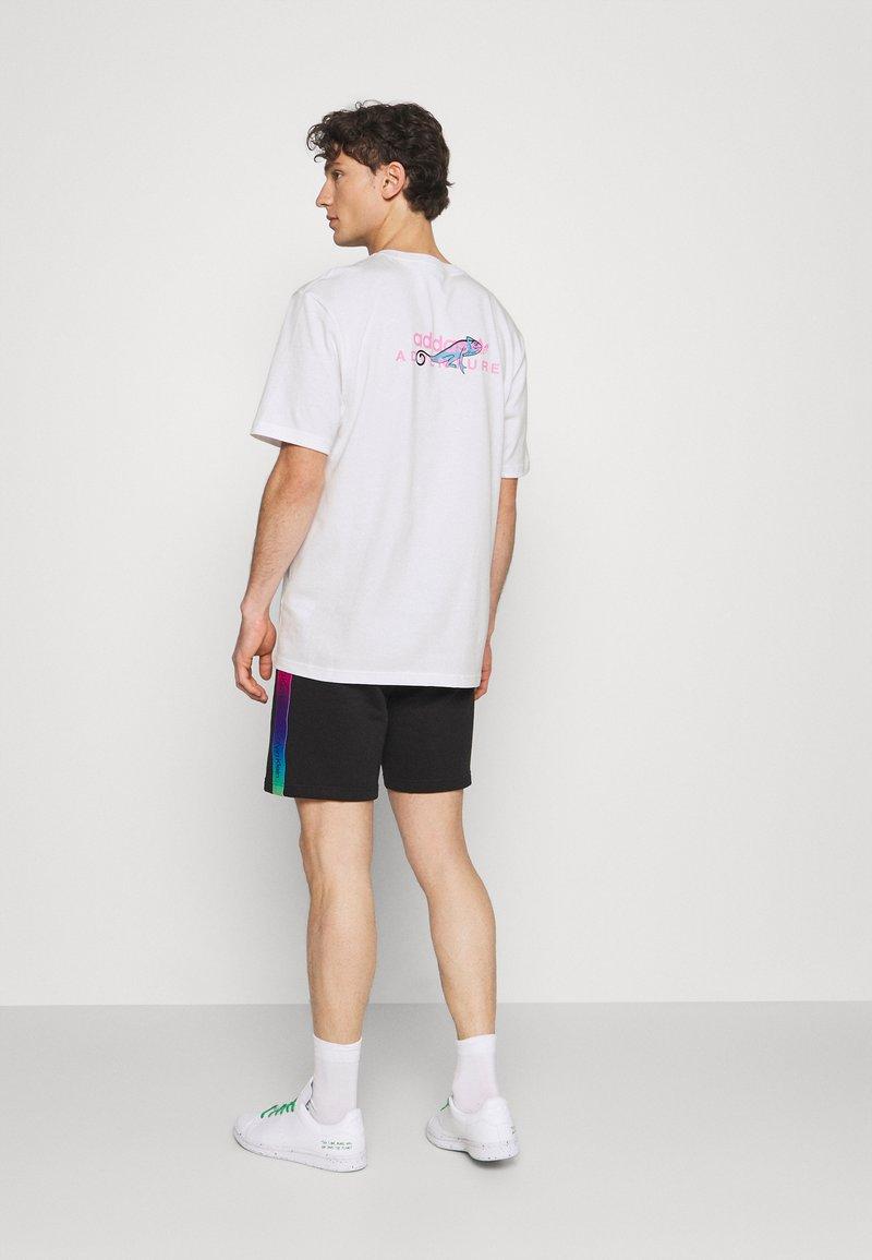 adidas Originals - LOGO TEE UNISEX - T-shirt imprimé - white