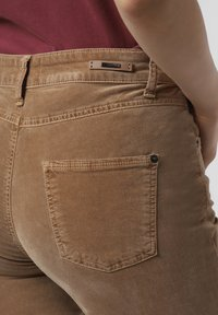 Cambio - Trousers - camel - 2