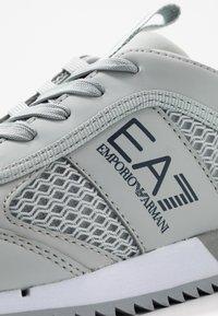 EA7 Emporio Armani - UNISEX - Sneakers basse - grey - 5