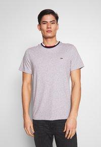 Lacoste - T-shirt basique - silver chine/navy blue-/flour/bordeaux - 0