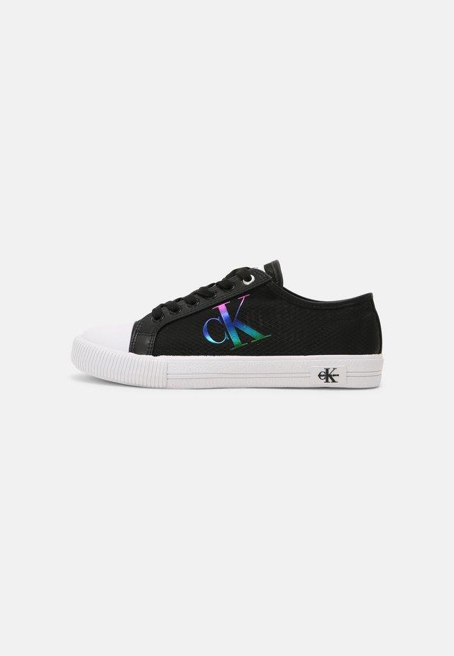 VULCANIZED LACEUP - Sneakersy niskie - black