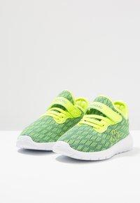 Kappa - GIZEH - Sportovní boty - lime/blue - 3