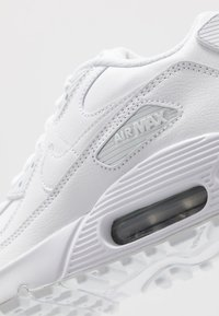 Nike Sportswear - AIR MAX 90 UNISEX - Sneakers laag - white/metallic silver - 2