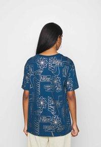 Nike Sportswear - TEE ICON CLASH - Camiseta estampada - valerian blue - 2