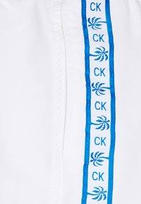 Calvin Klein Swimwear - DRAWSTRING - Badeshorts - white - 2
