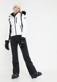 Superdry - SLEEK PISTE SKI JACKET - Ski jacket - white - 1