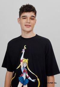 Bershka - SAILOR MOON - Print T-shirt - black - 3