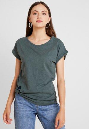 CAPER KNOTTED - T-shirt print - balsam/black