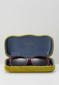 Gucci - Okulary przeciwsłoneczne - burgund/red - 3