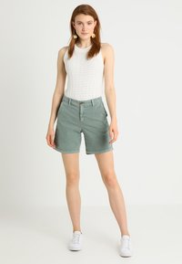 GAP - CLEAN  - Shorts - winter forest - 1