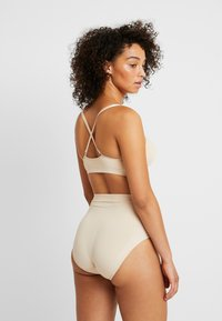 MAGIC Bodyfashion - COMFORT - Shapewear - latte - 2