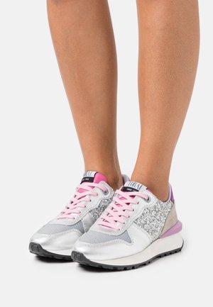 Zapatillas - eclat lumiere/seúl gris