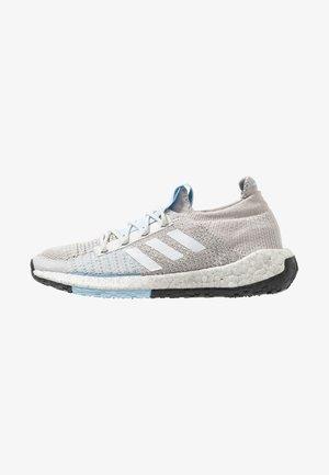 PULSEBOOST HD - Neutral running shoes - grey one/footwear white/glow blue