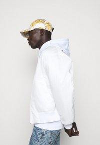 Versace Jeans Couture - Cappellino - white/gold - 1