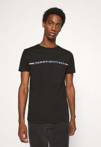 Tommy Hilfiger - MINI STRIPE - T-shirt z nadrukiem - black - 0