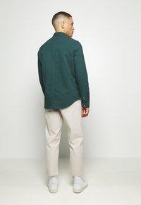 Farah - HAWTIN - Trousers - white smoke - 2
