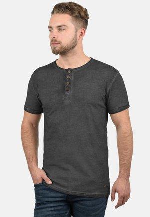 RUNDHALSSHIRT TIHN - Basic T-shirt - black