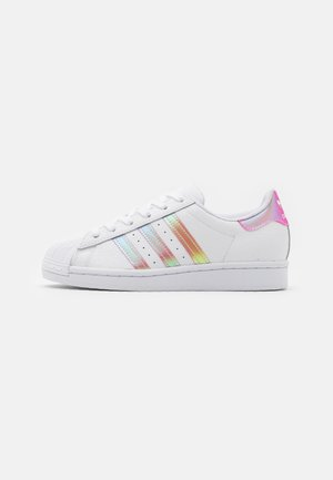 SUPERSTAR SPORTS INSPIRED SHOES UNISEX - Sneakers laag - footwear white/light pink/core black