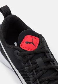 Puma - FLYER RUNNER JR UNISEX - Neutral running shoes - black/gray violet - 5