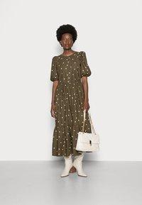 Marc O'Polo DENIM - DRESS PUFF SLEEVE - Maxi dress - multi/burnished logs - 1