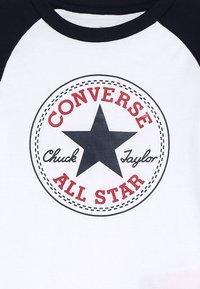 Converse - CHUCK PATCH RAGLAN  - Maglietta a manica lunga - white - 4