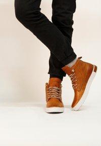 Blackstone - Höga sneakers - cognac - 2