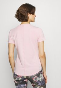 Nike Performance - ONE LUXE - T-shirt basic - pink glaze/reflective silver - 2