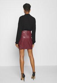 Vero Moda - VMNORARIO SHORT COATED SKIRT - Mini skirt - cabernet - 2