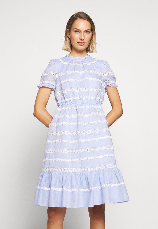 JOPLIN DRESS - Vapaa-ajan mekko - faded peri