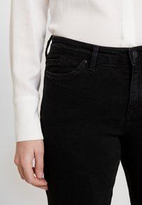 edc by Esprit - Jeansy Bootcut - black rinse - 4