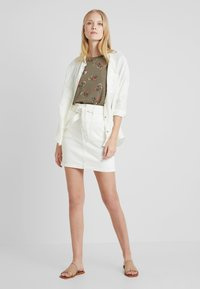 edc by Esprit - FLOWERS SHORT - Print T-shirt - olive - 1
