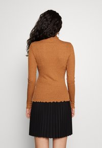 Vero Moda Tall - VMOPHELIA HIGHNECK FRILL - Sweter - tobacco brown - 2