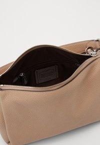 Coach - SOFT SHAY CROSSBODY - Handbag - taupe - 3