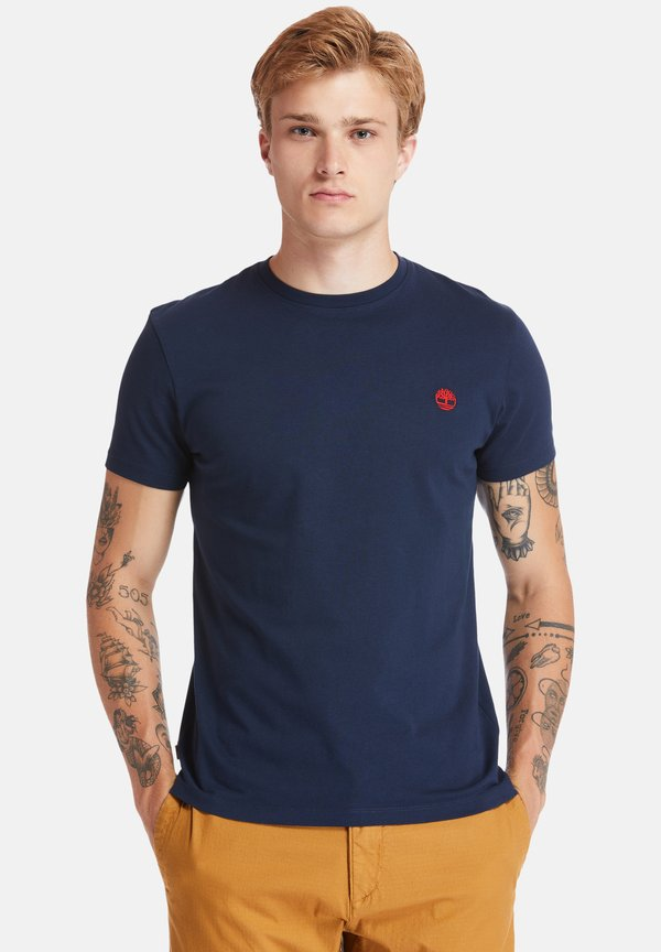 Timberland SS DUNSTAN RIVER - T-shirt z nadrukiem - dark sapphire/granatowy Odzież Męska TCVI