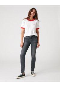 Wrangler - RELAXED RINGER - Print T-shirt - flame red - 1