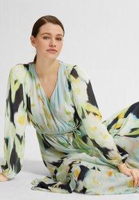 comma - Maxi dress - navy faded flower - 3