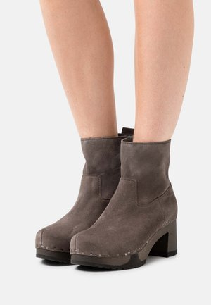 HAZEL - Classic ankle boots - taupe